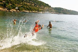 Photo: Greg, notre guide Camino, se jette à l'eau pour ces 10 ans de trips!
