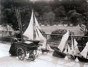 Photo: Alquiladora de modelos de barcos en el Jardin du Luxembourg ( 6 arr. ) , 1898 - EUGENE ATGET