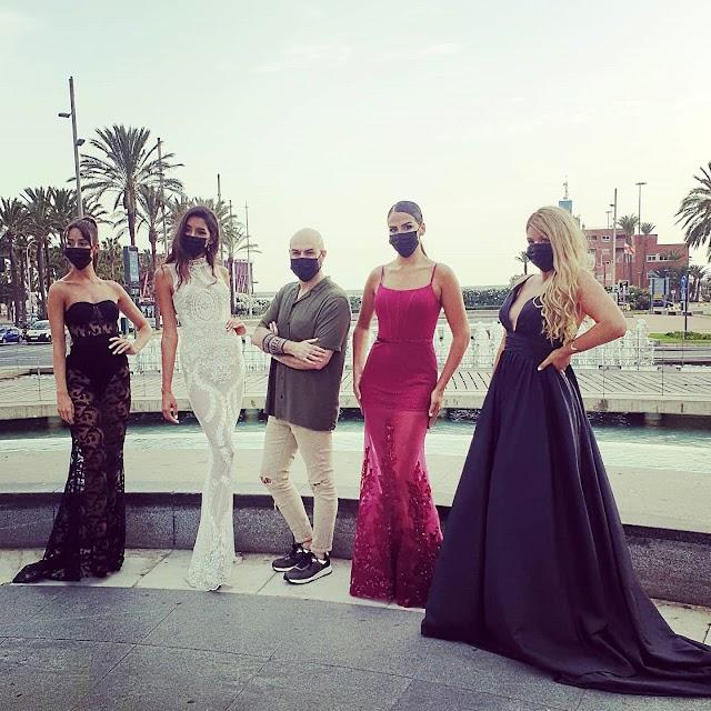 Sergi Regal situado entre Lucía Abascal y la Miss World Spain 2020, Ana García, Denisse y Fabiola.