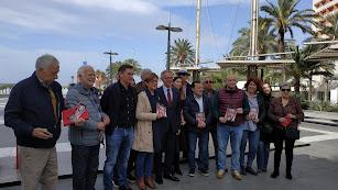 Foto de familia junto al candidato socialista al Congreso, José Guirao
