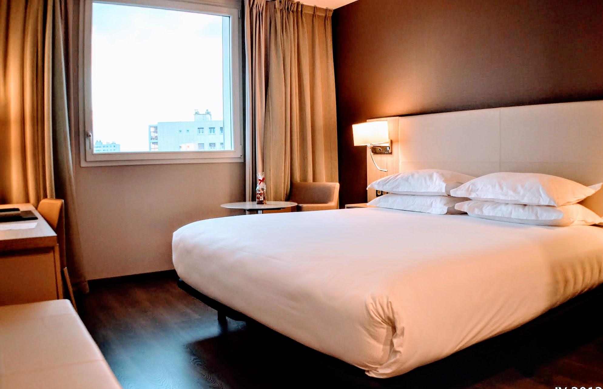 AC Hotel Marseille room