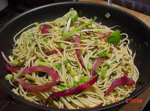 Red Onion Pasta With Spinach Recipe