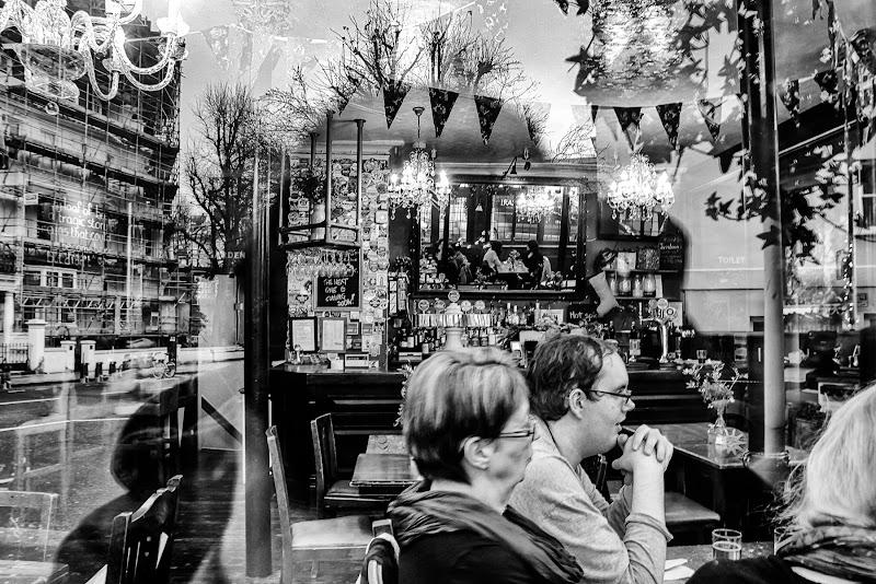 ...sbirciando nella vetrina del Pub... di daniele1357