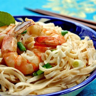 Easy Thai Coconut Noodles with Shrimp or Chicken (gluten-free).