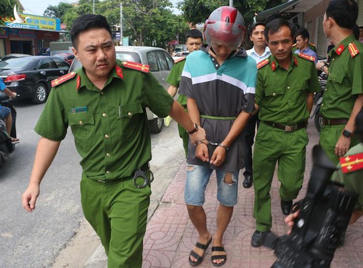 Các nghi phạm bị bắt giữ khi đang lưu trú tại một khách sạn ở TP.Vinh, gồm: Yang Chang Cai (33 tuổi), Denh Cong Cong (29 tuổi) và Lian Yu (34 tuổi, đều ngụ tỉnh Giang Tây, Trung Quốc)