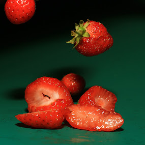 S. by Agnieszka Uzieblo - Food & Drink Fruits & Vegetables ( tasty, red, pwcfruit, green, strawberry )