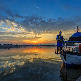 Deniz Yıldızı by Veli Toluay - Transportation Boats ( sahil, gün doğumu, altınkum, deniz, sabah  güneşi, tekne, didim, tur tenesi, havalı tekne,  )