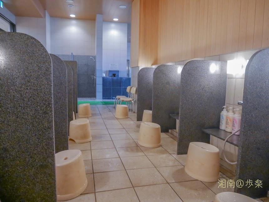 湘南台温泉 らく 洗い場 大人数を想定していないようで座席数は少ない