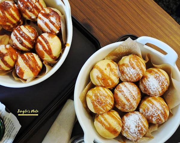 和喫鬆餅。令人印象的淋醬口味配上圓滾滾的鬆餅,台南人氣老屋鬆餅店,也有鹹食