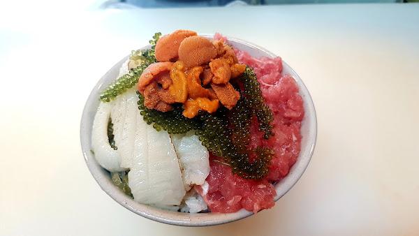 新鮮好吃,自己搭配的丼飯😁😁