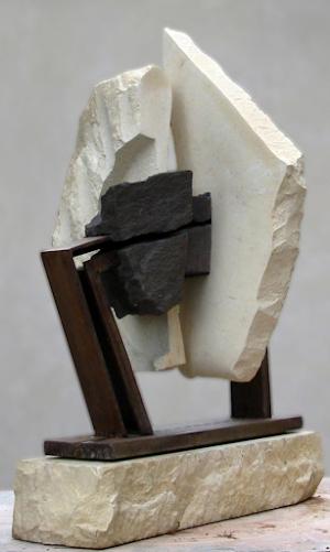 Sculpture comptemporaine assemblage calcaire pierre volcanique acier géométrie sacrée 84 26