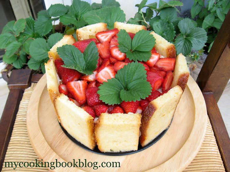 Козуначена торта с ягоди, извара и сметана