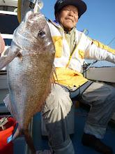 Photo: やったぜー! ハンサムな真鯛キャッチです!