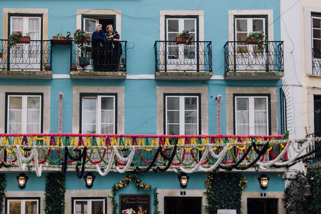 Alfama, Lisszabon, Portugália, nénik, helyiek, helyi lakosok