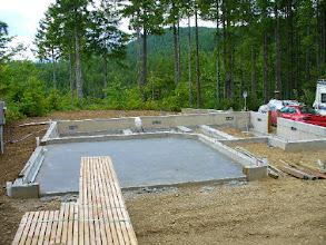 Photo: Begin constructing your Sing house with a cement foundation.