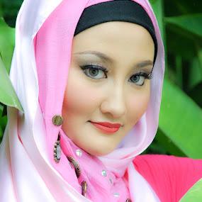 Beautiful Malay Girl by Muhammad Fairuz Samsubaha - People Portraits of Women ( tudung, beautiful, malay, malaysia, beauty, hijab, women, photo, portrait )