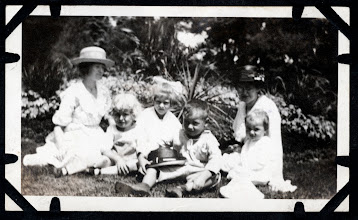 Photo: Tom Brandvold Album TBB148 / May Hansen, Winston and Evelen Hansen, Bertine Brandvold with sons Norman and Elroy.