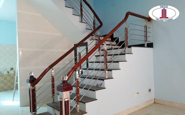 ưu điểm của cầu thang inox