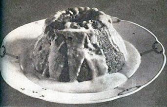 Photo: Mandula-, dió- vagy mogyorópuding borsodóval leöntve. - Budyń (orzechowy, migdałowy) polany szodo.