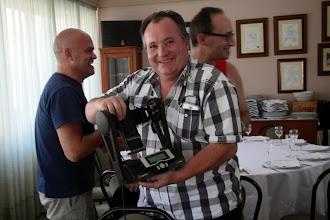 Photo: Paulino mostrando su última adquisición.