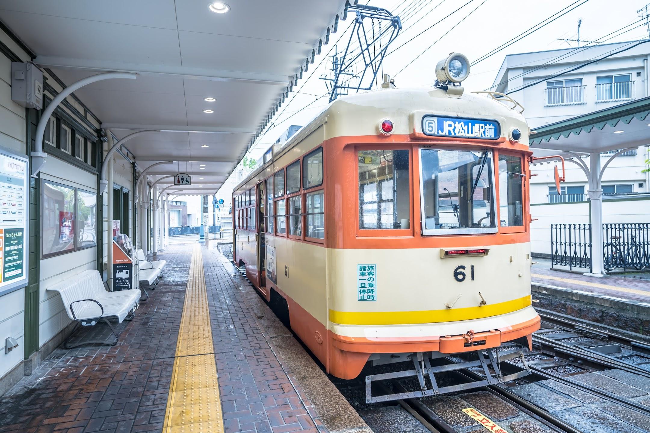 道後温泉駅 電車2