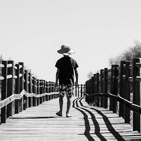 follow that line by Pedro Ribeiro - Black & White Portraits & People ( wood, black and white, beach )