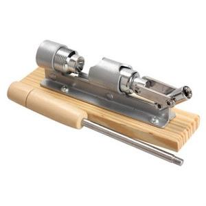 Spargator manual pentru nuci, material otel si lemn