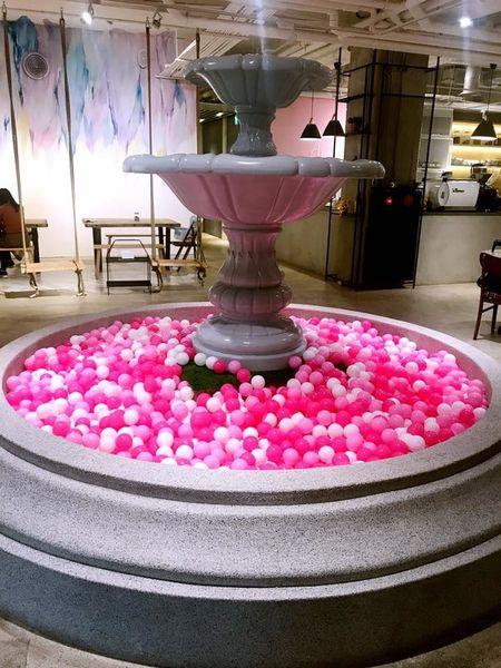 無聊咖啡ambi cafe 粉色夢幻球池 濕潤抹茶蛋糕