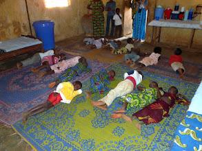 Photo: en restant habillés, mais à même le sol sur des tapis,qu'on peut imaginer remplis d'urine le lendemain !