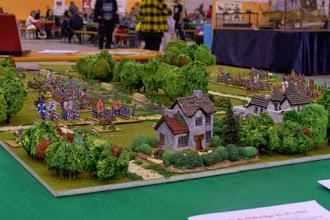 Photo: Il campo di battaglia visto da nord-ovest (miniature Donnington, Lurkio e Venexia, materiale scenico TimeCast, Magister Militum e autocostruito)