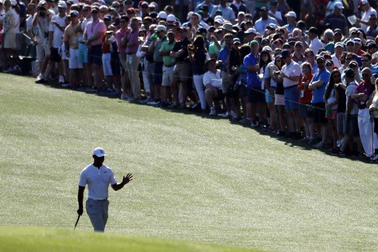 """Tiger Woods se réjouit d'avoir """"retrouvé sa place"""" au top"""
