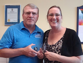 Photo: Bob White of Wildflower Promotional Products is the 2016 Peter Gzowski Award Winner (with LNS Executive Director Jayne Hunter)