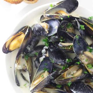 Mussels in Garlic Wine Sauce Recipe