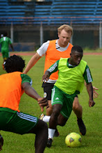 Photo: Abdulai Bell-Baggie and assistant coach Tom Harris [Leone Stars Training Camp, in advance of Equatorial Guinea game, Sept 2013 (Pic: Darren McKinstry)]