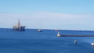 Llegada de la plataforma petrolífera al Puerto de Almería.