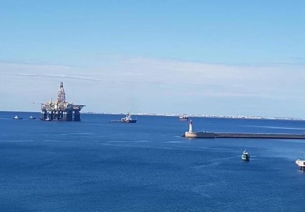 Llega una plataforma petrolífera a Almería