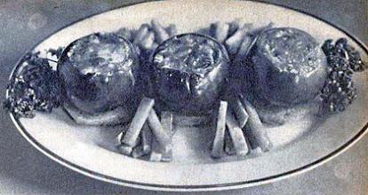 Photo: Töltött paradicsom, zsírban sült burgonyával. - Pomidory faszerowane z frytkami.