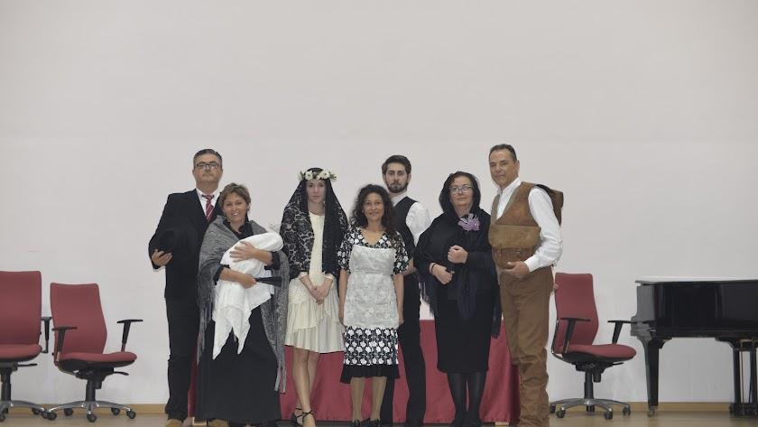 Parte del elenco en el ensayo celebrado en el salón de actos de la Biblioteca Villaespesa.