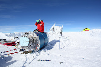 Photo: Dragging the cryostat out