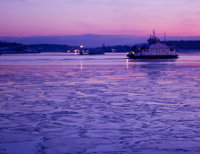 Photo: Cold Fjord and Sunset I took this in January this year. Oslo Fjord was still half frozen and air was cold.  今年の1月、まだまだ凍りかけていて冷たかったオスロ・フォヨルド