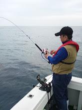 """Photo: """"シケ""""の為、日程を変更しての釣行です。""""ベタナギ""""です、カワサキさん!ガンバって釣りましょう!"""
