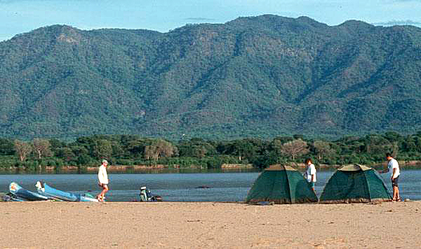 mana-pools-canoe-campsite.jpg