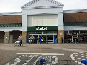 Photo: A beautiful day outside. Heading into the Market side of WalMart.