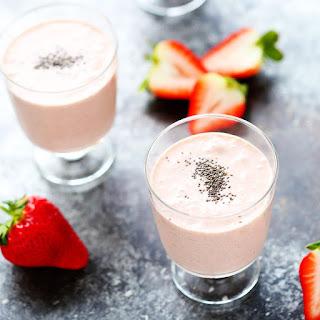 Healthy Strawberry Shortcake Smoothie (Vegan + Dairy-Free).