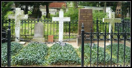 Photo: Gräber der Familie Mendelssohn Bartholdy auf dem Friedhof der Dreifaltigkeitsgemeinde Berlin