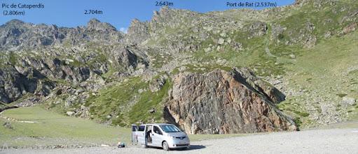Photo: Tras superar las Basses del Port de Rat llegamos a una explanada donde dejamos el coche.