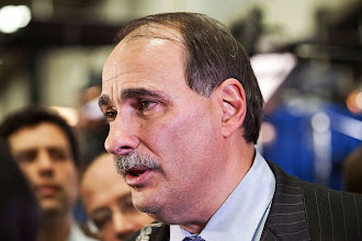 Photo: HEMPSTEAD, NY - OCTOBER 16:  Democratic political consultant David Axelrod speaks to members of the media at Hofstra University after the second presidential debate on October 16, 2012 in Hempstead, New York. U.S. President Barack Obama and Republican presidential candidate Mitt Romney debated in a town hall style meeting this evening at the university.  (Photo by Andrew Burton/Getty Images)