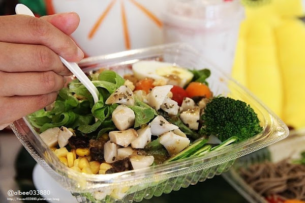 韻菓釀台南美食夏日清爽低卡沙拉,水耕種植,口感較嫩耶~還有好拍的花牆。成大周邊美食 近台南火車站