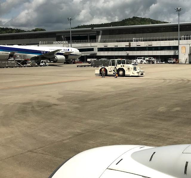 広島空港JAL機内