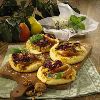 Mini Pizzas with Gorgonzola and Pear.